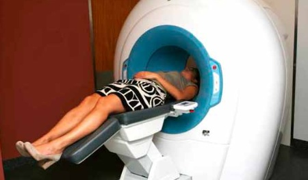 De NewTom is een nieuwe generatie Cone Beam CT met gantry (centrale brede opening)  en horizontale patiëntentafel.