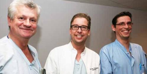 De medewerkers van de Wondkliniek op campus Sint-Jan: v.l.n.r. Baudewijn Oosterlynck, dr. Sebastiaan Van Cauwenberge en Filip Deceur.
