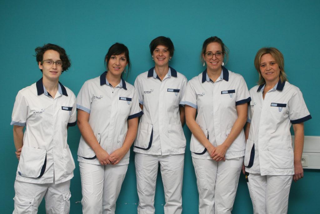 Een toegewijd team van 5 verpleegkundigen leert de patiënten de peritoneale dialysetechniek aan